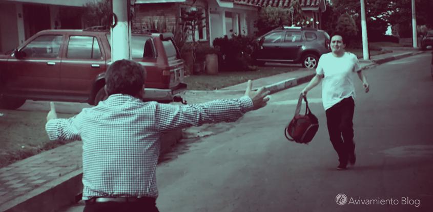 Corre a los brazos de tu padre- (Vídeo)