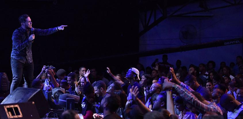 El pastor Juan Sebastián Rodríguez en AvivaJoven2016 -República Dominicana