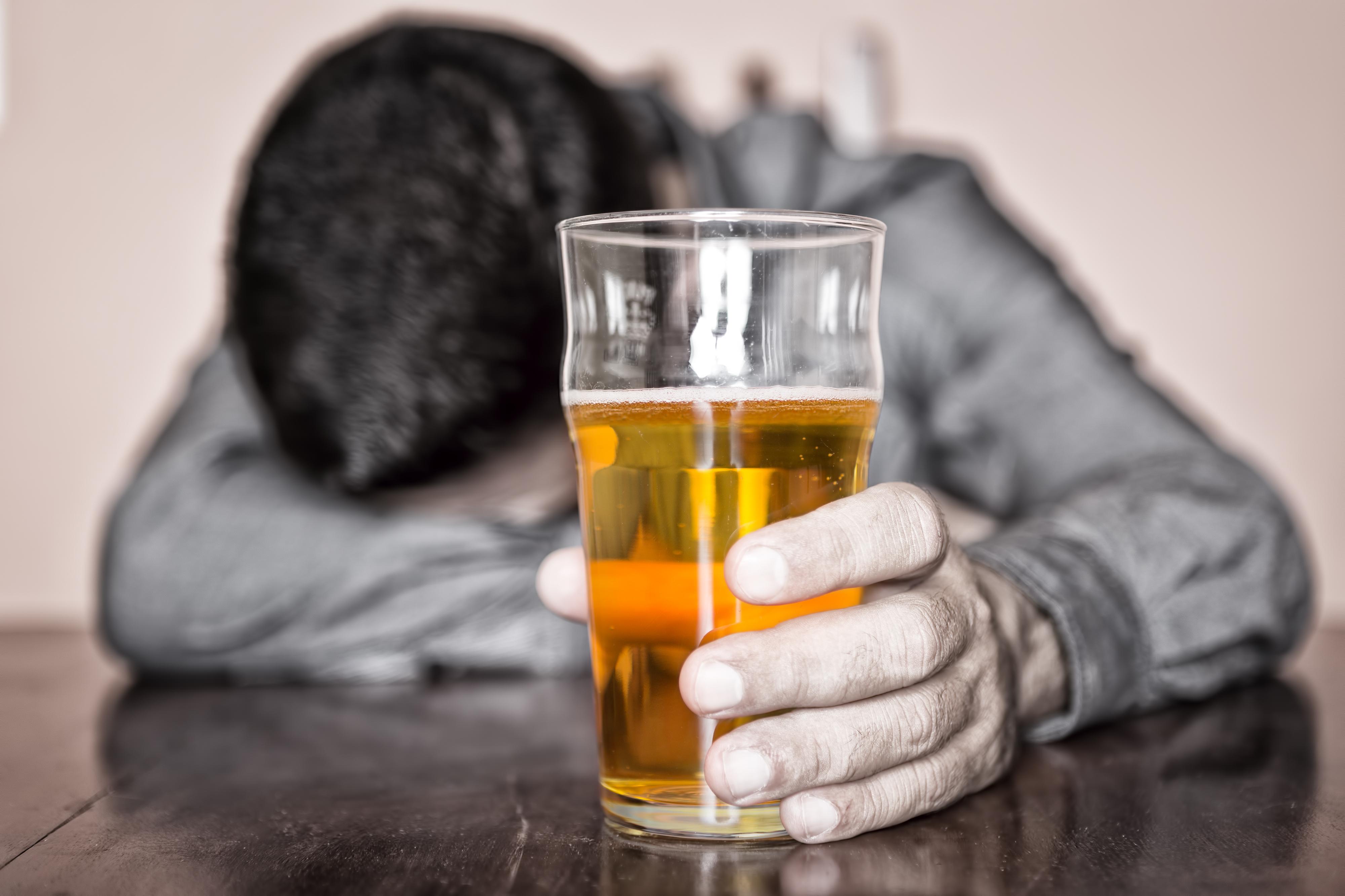 ¡La verdadera felicidad no se haya bajo los efectos del alcohol! - La historia de Esteban, quien fue rescatado de las profundidades del alcohol