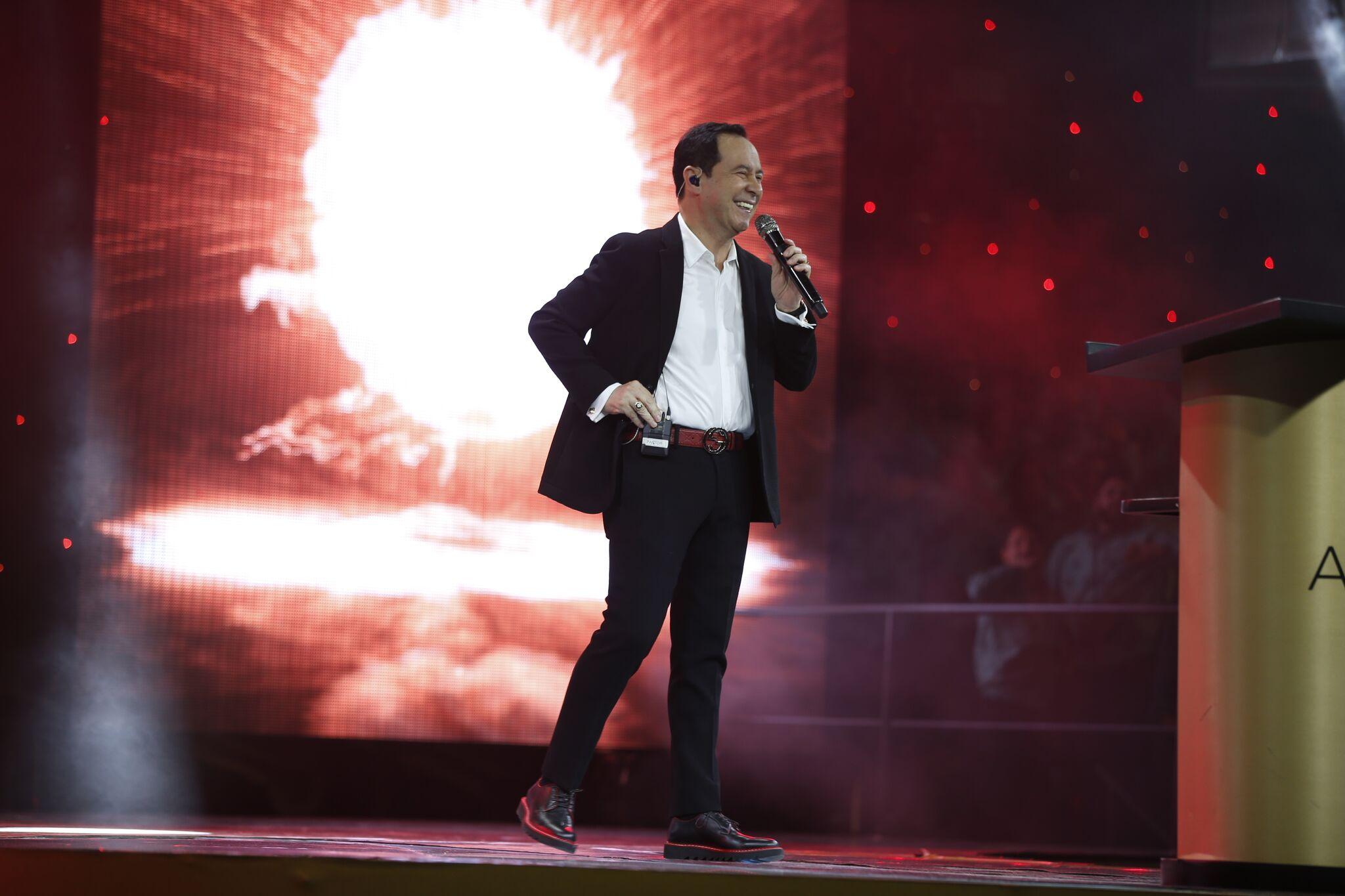 Conferencia # 8 Pastor Ricardo Rodríguez - Él reposa sólo donde están Sus amigos